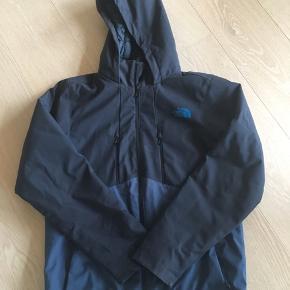 Super lækker jakke i god kvalitet. Pæn stand. Jeg kan ikke finde str. , så jeg måler gerne. Tænker den passes af str. M.