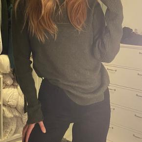 Sød sweater fra Y.A.S  Byd bare