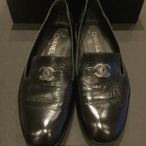Lækreste bløde loafers fra Chanel. Købt i London. Str. 38,5. Jeg får desværre ikke brugt dem nok. Prisen er fast.