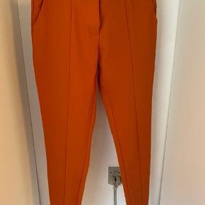 Suit-bukser i elastisk materiale 🧡 Brugt få gange, fremstår som ny.