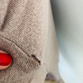 Det blødeste mest lækre sæt fra Eberjey 👌🏼 Udover fnuller og et lille hul bagpå ene ærme (se sidste billede), så er det simpelthen smørblødt!! Lækkert hyggesæt til en SUPER pris 💕 SE OGSÅ MINE MANGE ANDRE ANNONCER 😍