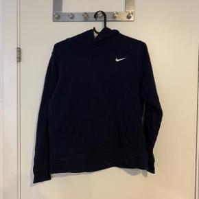 Nike hoodie i børnestr. XL som svarer til str s