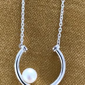 Smuk Sterling sølvhalskæde 50 cm med flere indstillingsmuligheder og fin ferskvandskultur perle Aldrig brugt.