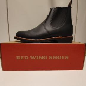 Red wing 8200 us9 euro 42 Chelsea Rancher. Ikonisk støvle fra Amerikanske Red Wing, håndlavede støvler i høj kvalitet.  Prisen er fast