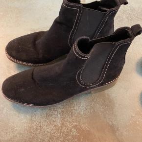 Støvler uden foer. Brugt max 10 gange til pænt brug.