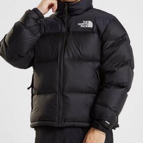 The North Face - Nupste vinterjakke Str M - fitter normalt  Stand er næsten som ny - brugt få gange  Sælges da jeg har 2, og kun skal bruge 1   Nypris er 1800 - ta den for 850 eller byd😄