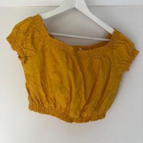 Fin crop t-shirt.   Kan sagtens bruges af small/medium.