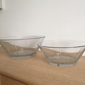 2 skåle fra Rosendahl, klar glas. Ø: 20 cm og Ø: 24 cm.  Prisen er for dem begge.  Kan afhentes på Amager eller i Nordvest efter aftale 🌸