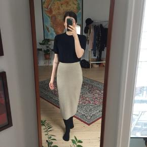 Vintage strik pencil skirt i det franske mærke Devernois. Str. XS-S.