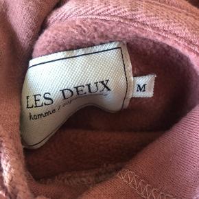 Super fin sweater fra Les Deux. Sælges da den er en anelse for stor.