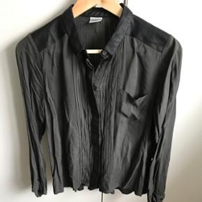 """Skjorte med """"læder"""" detaljer fra Object str 36"""