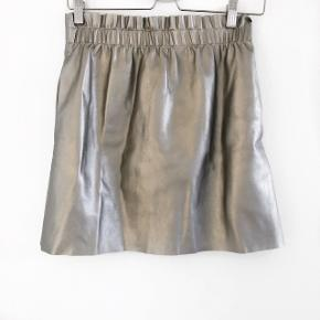 Zara paperbag nederdel  størrelse: Small   pris: 70 kr   fragt:37 kr
