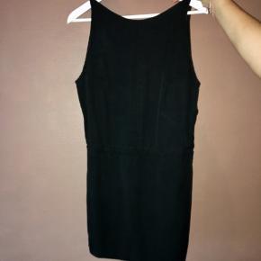 Kort fin kjole med nedringet ryg Nypris 2100kr