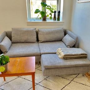 Dejlig modulsofa som passer perfekt til den lille lejlighed. Chaiselongen kan både bruges i venstre og højre side. Købt for ca. 8 mnd. siden og sælges pga. flytning. Nypris: 3500
