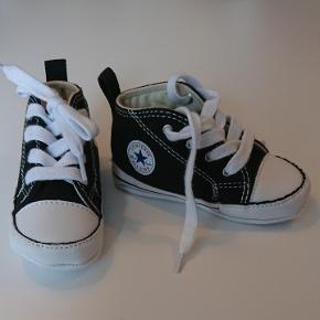 Converse All star baby sko str. 20. Aldrig brugt da jeg fandt dem for sent frem 😣 uden kasse. Befinder sig i alslev.