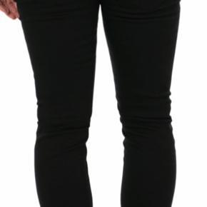 Tiger of Sweden jeans model slim. Str. 29/32. Helt nye som er købt i forkert størrelse. Super fed jeans i helt sort.