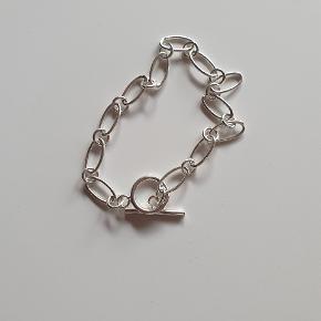 Sølvfarvet kæde armbånd Meget let Brugt få gange
