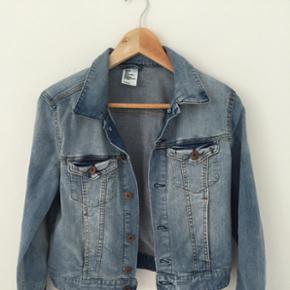 Denim jakke fra H&M, brugt 1 gang, så fremstår som ny. Str 38