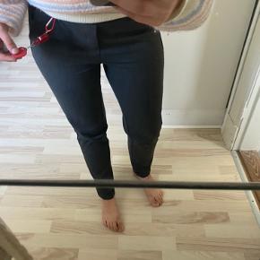 Buks fra Vero moda. I biksen står der størrelsen er 34/m, jeg passer normalt s