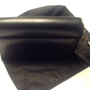 Super flot Karl lagerfeld taske - kun brugt en gang - altid været i pose i skabet- stadigvæk plastik på lås -