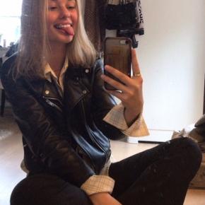Sælger min læderjakke fra zara, passes af størrelse small🕊