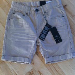 Varetype: Shorts nye - super flotte Farve: Beige Oprindelig købspris: 299 kr.  Rabat ved køb af flere ting