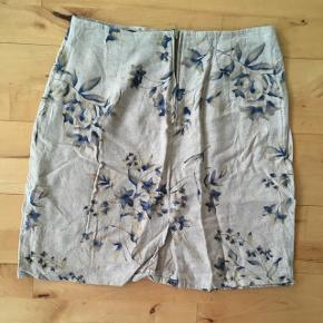 Vintage nederdel i linned. Passer en størrelse S/M. Super flot print!
