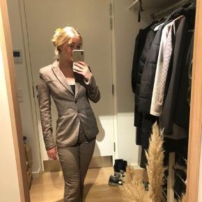 200 for HELE SÆTTET  Suit i tweet-lign. stof - dm eller kommentér gerne, hvis du 'kun' har interesse i én af delene :) - fejler intet