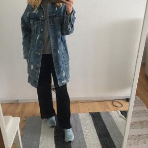 Zara bukser sælges. Str M. Købt i Budapest. Brugt enkelte gange. Fast pris