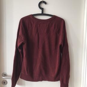 Abercrombie and fitch/ Abercrombie & fitch trøje/sweater/Crewneck i det blødeste materiale. Brugt et par gange og fremstår derfor i rigtig god stand som billederne viser :)
