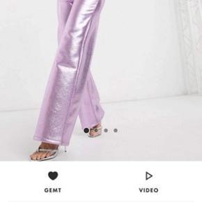 Nye asos bukser, super fede! Sidder bare ikke helt som jeg håbede på🌸 de er klippet til i benene, de er ca L30