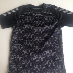 Varetype: T-shirtFarve: SORT Prisen angivet er inklusiv forsendelse.  Se også mine andre annoncer, sælger billigt ud:)