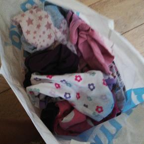 Pose med baby tøj til baby pige str 56-62. Ca 30 dele. 50 kroner.