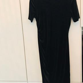 Sort velour kjole fra ZARA 🖤 - brugt én gang!