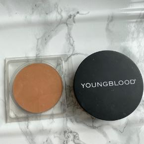 Youngblood Mineral Radiance creme powder Foundation i farven honey og en refill i farven neutral