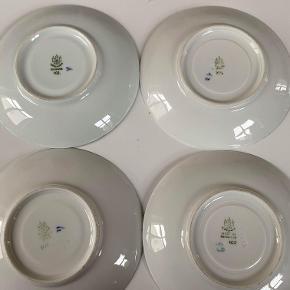 Hej! Jeg sælger disse underkops tallerkener fra B&G i deres Empire stel. Der er 4 styks, og de har stemplet 102 under sig. De er alle 1. sortering Jeg sælger dem alle til 65 kr. Hvis du har nogle spørgsmål til dem, så spørg løs!