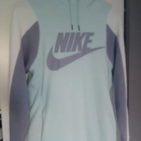 Brugt en enkelt gang, super sej baby blå hættetrøje fra Nike :)  BYD gerne :)