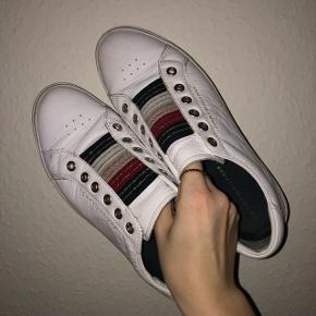 Fedeste læder sneakers! Brugt en del, men er ikke forsøgt vasket. Np 999,95kr.