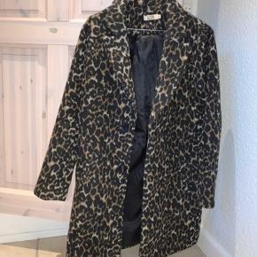 Fin frakke købt på Asos. Den er aldrig brug.  Køber betaler fragt 📦