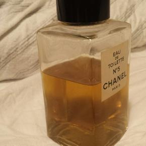 200 ml. eau de toilette. Ca. 3/4 del tilbage. Sælges da duften ikke rigtig klæder mig 😊.