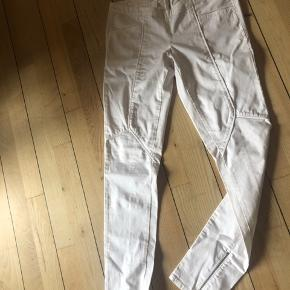 Super flotte bukser, som har ligget og ventet på at jeg kunne passe dem🌸nu må de videre 😎