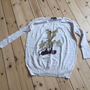 Sælger denne fine bluse str S/M - kan sendes på købers regning