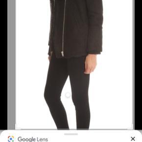 IRO Dafny shearling jacket, rulam. Sender gerne billeder af min egen. Købt herinde, men aldrig brugt den selv. Tidligere ejer har brugt den et par gange. Den er som ny.