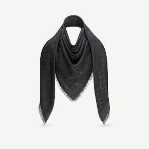 Sælger mit Louis Vuitton monogram tørklæde, da jeg desværre ikke får det brugt.   Byd:)
