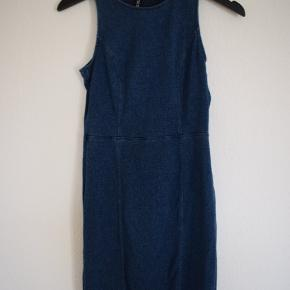 Nice good quality bodycon dress from h&m. Size: S