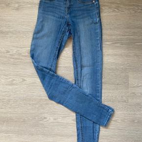 Gina tricot Alex jeans - str. s Der er et lille tegn på slid, se billede
