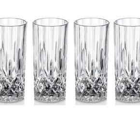 Der er ingen skader på glassene. Der er 11 glas i alt.