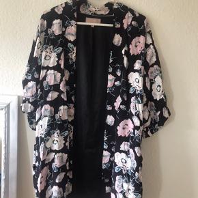 Kimono fra inwear i str. S/M 😊 fejler intet