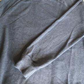 Lækker bluse. Meleret i blågrå. God stand.