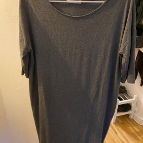 Fin klassisk basic kjole. Fejler intet.